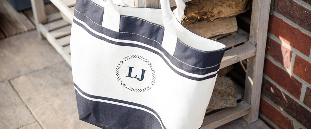 Tragetasche Strandtasche mit Monogramm Initialien oder Name bestickt